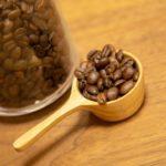 コーヒー豆とコーヒーメジャー